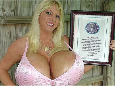 Самая большая грудь в мире