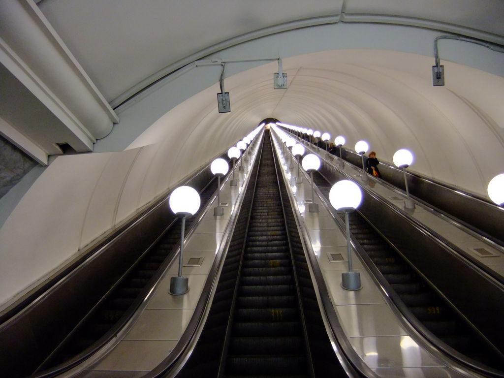 Самый длинный эскалатор в московском метро
